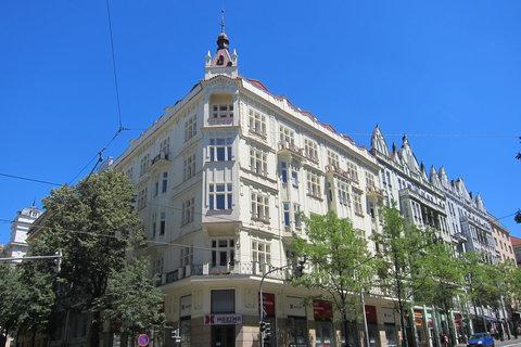 FOTKA - Vinohradskou ulicí - a další krásný nárožní dům