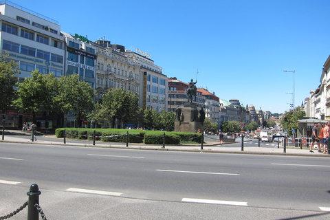 FOTKA - Vinohradskou ulicí dojdeme na Václavské náměstí