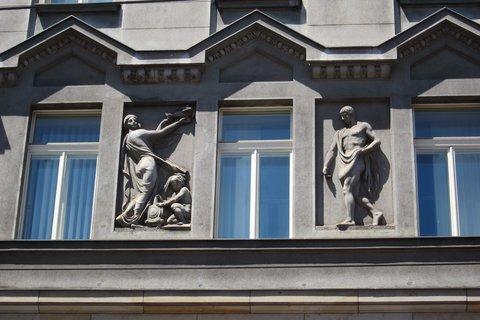 FOTKA - Jindřišskou ulicí - s pohledem na domy