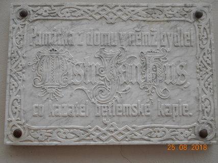 FOTKA - Pamětní deska na Betlémské kapli