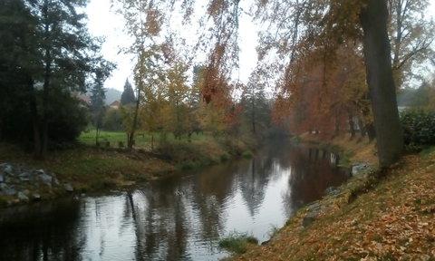 FOTKA - Podzim na cyklostezce u řeky