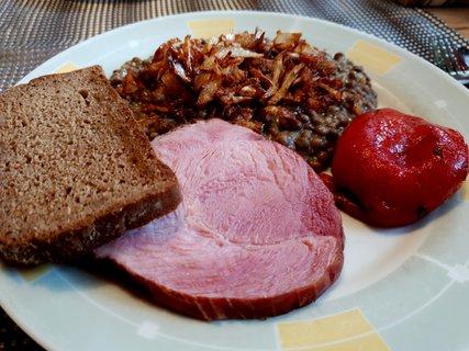 FOTKA - Čočka nakyselo s chlebem a sterilovano pečenou paprikou