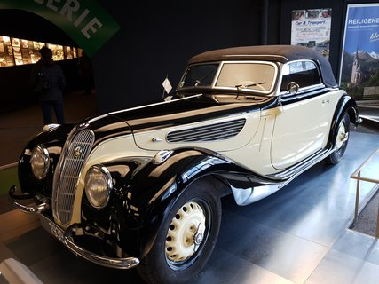 FOTKA - Nejvýše položená výstava aut na Grossglockneru - BMW 327