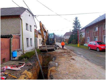 FOTKA - Kanalizace pokračuje i za špatného počasí