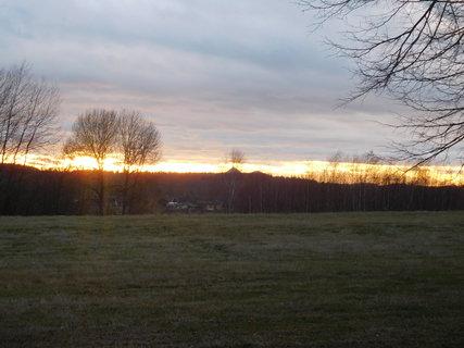 FOTKA - Západ sluníčka nad Bezdězem cca o 10 min. později (8.12.)