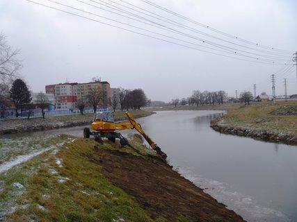 FOTKA - úprava břehu Baťova kanálu