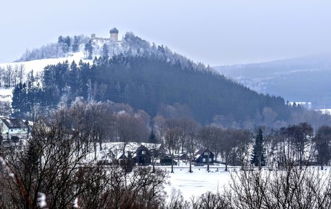 FOTKA - Hrad Hartenštejn z Hladového vrchu- Bochov