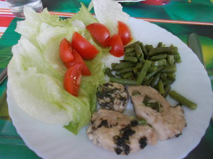 FOTKA - kuřecí kousky, fazolky a zelenina