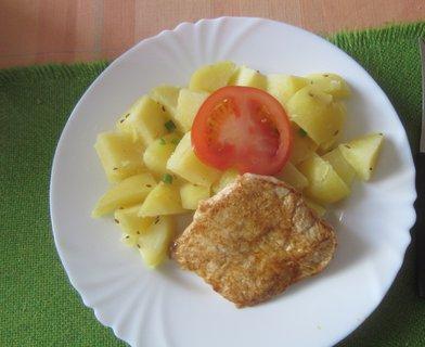 FOTKA - maso z kotlety a brambory