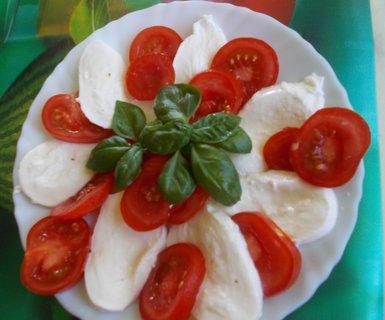 FOTKA - mozarella a rajčátka