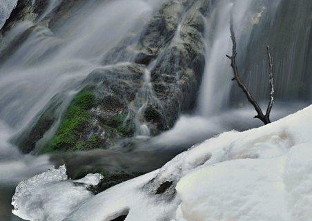 FOTKA - sníh se mění ve vodu