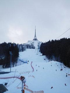 FOTKA - Pohled od dolní stanice lanovky (9.2.)