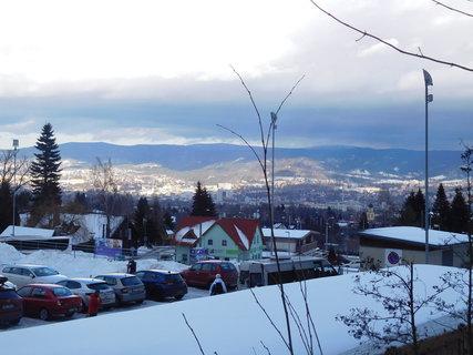 FOTKA - Pohled z Horního Hanychova na osvětlené město (9.2.)