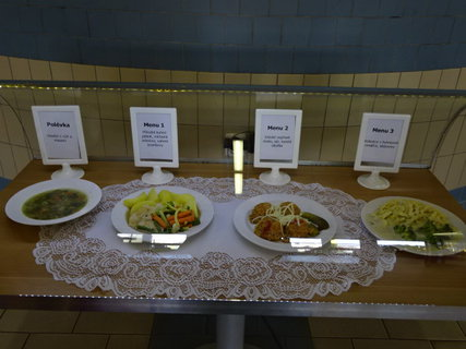 FOTKA - páteční oběd ve školní jídelně