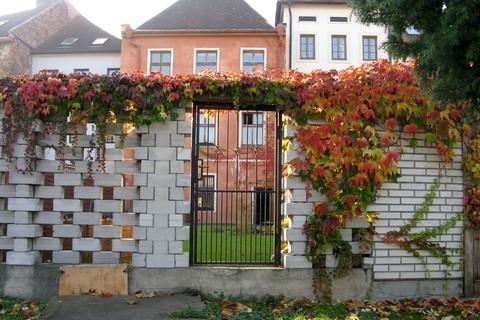FOTKA - schovaná branka na hradbách