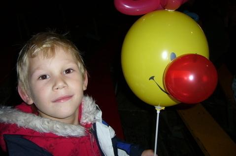 FOTKA - Daneček s balónkem pro sestřičku