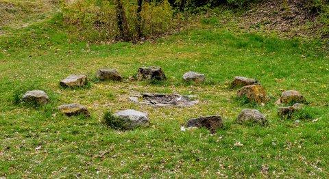 FOTKA - Ohniště s kameny