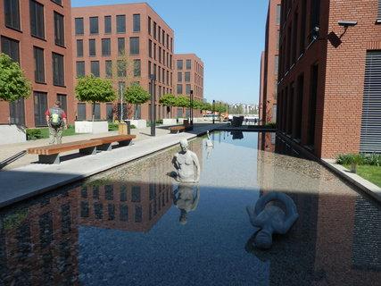 FOTKA - vodní prvky jsou ve městě důležité -  v areálu Futurama, Praha, Karlín