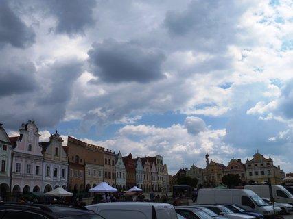 FOTKA - Telč..plné náměstí aut