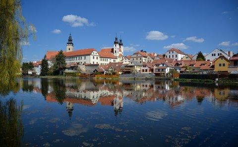 FOTKA - Vnitřní Město přes Ulický rybník