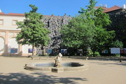 FOTKA - Valdštejnská zahrada a výstava 100 let hravé architektury