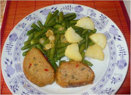 FOTKA - Česnekové fazolky, sekaná a brambory