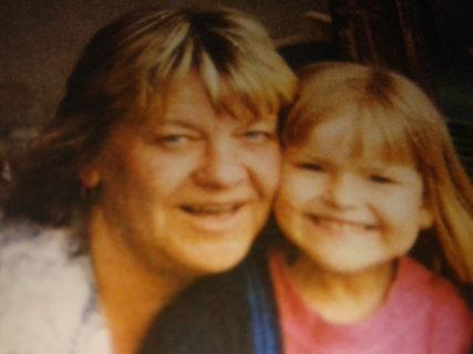 FOTKA - babička s vnučkou-dnes už je vnučce 27 let