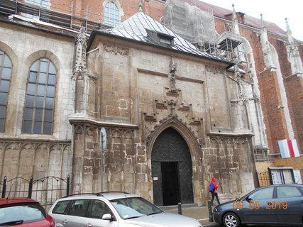FOTKA - Hlavní vchod do kostela