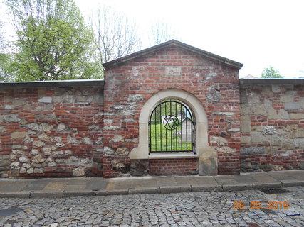 FOTKA - Okénko do Starého židovského hřbitova