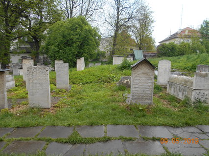 FOTKA - Pohled na náhrobky