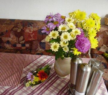FOTKA - Kytka na stole