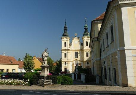 FOTKA - Kostel nanebevzetí Panny Marie s piaristickou kolejí