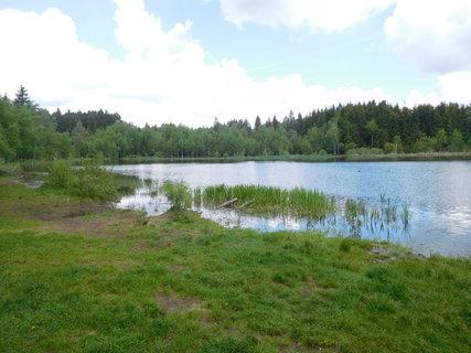FOTKA - Kousek od hotelu Horník je rybník Sykovec (1.6.)