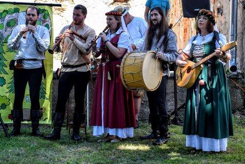 FOTKA - Hrají historickou muziku