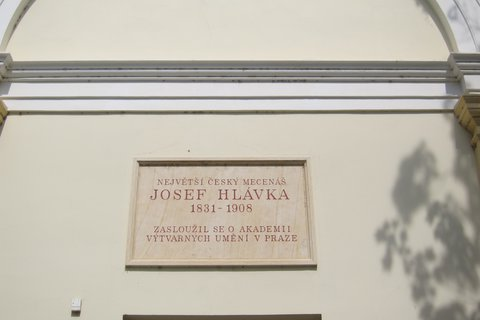 FOTKA - Galerie AVU v Holešovicích - pamětní deska