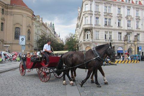 FOTKA - Staroměstské náměstí - a okružní jízda začíná