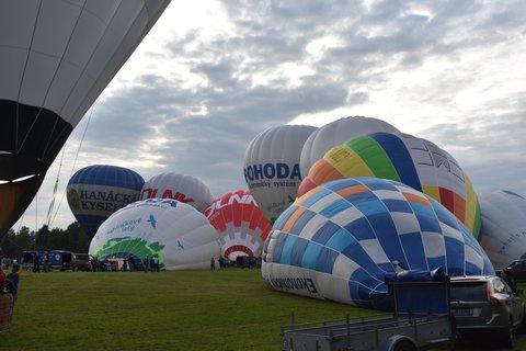 FOTKA - Nafukování balonů ke startu