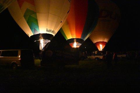 FOTKA - Noční hořáková šou 3 balony