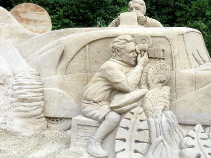 FOTKA - sochy z písku - téma Afrika - Hanzelka a Zikmind