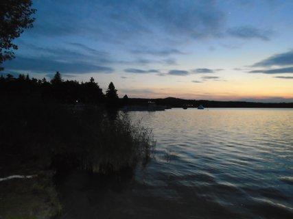 FOTKA - večerní Máchovo jezero