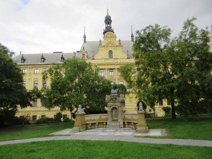 FOTKA - Vítězslav Hálek..pomník
