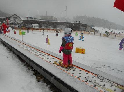 FOTKA - Prcek se učí lyžovat