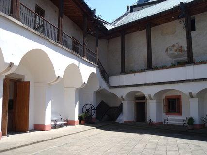 FOTKA - nádvoří zámku Žirovnice