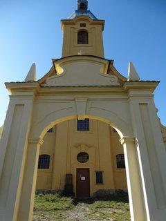 FOTKA - průčelí kostelav Branné