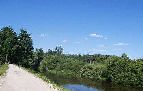 FOTKA - jaro u řeky