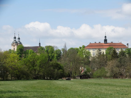 FOTKA - kostel a zámek Rožďalovice