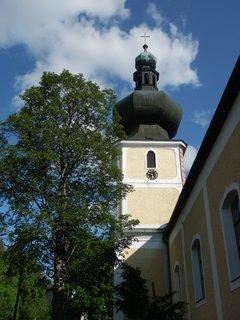FOTKA - Nejvýznamnější stavební památkou Srní je kostel Nejsvětější Trojice