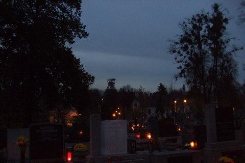 FOTKA - Michálkovický hřbitov a v pozadí je Důl Michal