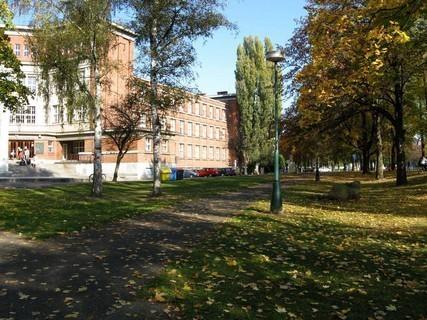FOTKA - nábřeží u hradeckého gymnázia