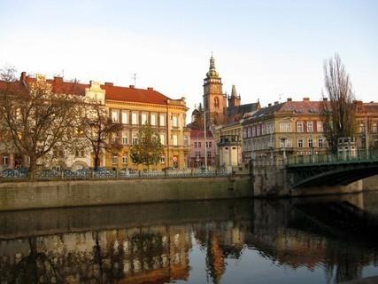 FOTKA - Hradecké nábřeží pod Bílou věží